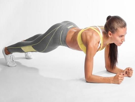 Plancha abdominal, el nuevo ejercicio que desaparecerá los rollitos en tu vientre