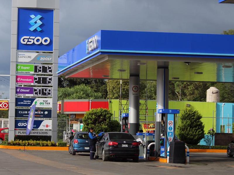 Continúan al alza los precios de la gasolina