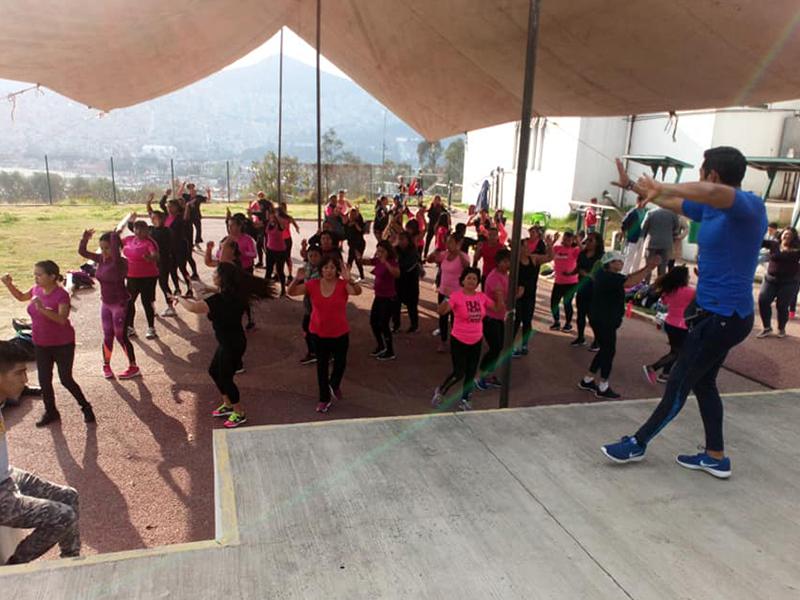 Hicieron ejercicio al son de la salsa y los ritmos latinos