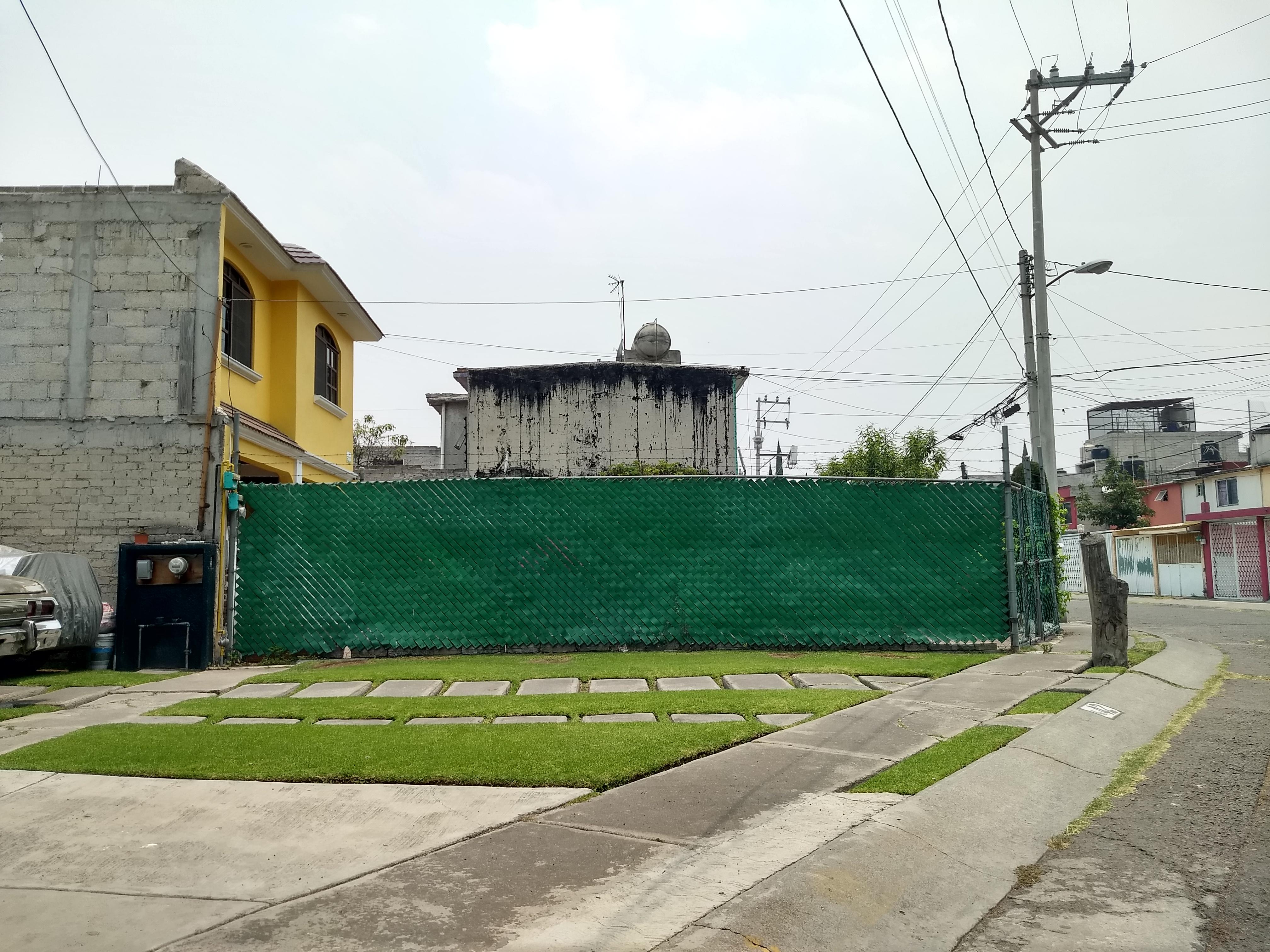 Denuncia invasión de espacios públicos por parte de vecinos en Jardines de la Hacienda