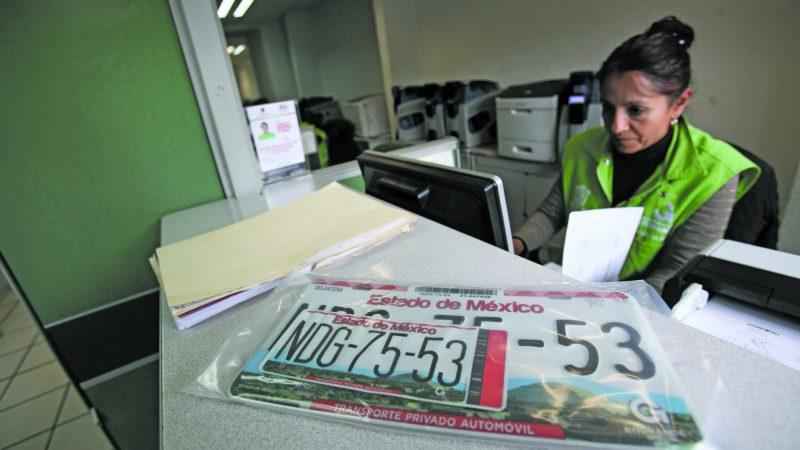 Buscan diputados de MORENA derogar el impuesto por reemplacamiento vehicular